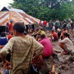 Upaya evakuasi korban longsor di Alor