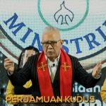 Ps Abraham Conrad Supit saat memimpin perjamuan kudus
